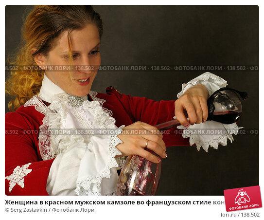 Женщина в красном мужском камзоле во французском стиле конца 18 века, фото № 138502, снято 7 января 2006 г. (c) Serg Zastavkin / Фотобанк Лори
