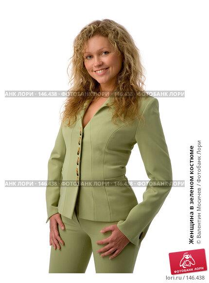 Женщина в зеленом костюме, фото № 146438, снято 2 декабря 2007 г. (c) Валентин Мосичев / Фотобанк Лори