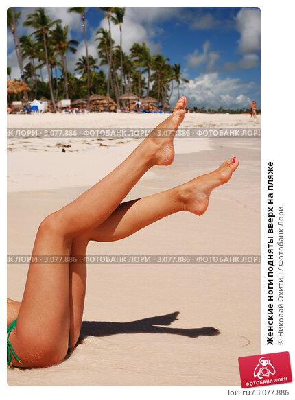 девушки фотографируют себя пляж ноги