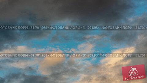 Купить «Золотистые облака и темные грозовые тучи плывут по небу на фоне голубого неба. Таймлапс», видеоролик № 31701934, снято 21 июля 2019 г. (c) А. А. Пирагис / Фотобанк Лори